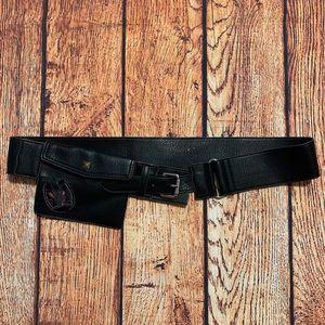 Black Belt Strap Horseshoe Card Holder